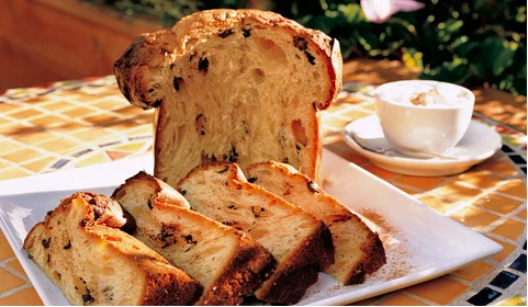 How To Eat Panettone